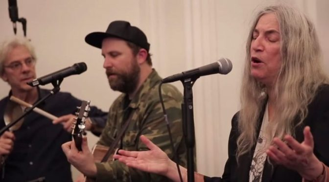 "Patti Smith Sings ""People Have the Power"" with a Choir of 250 Fellow Singers 